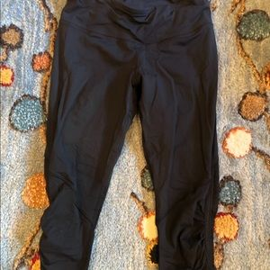 Black cropped leggings with sinch on the side